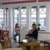 Emma Haglund Westerberg 12 år och mamma Marie-Louise Westerberg i Vaxholm har bytt fönster.